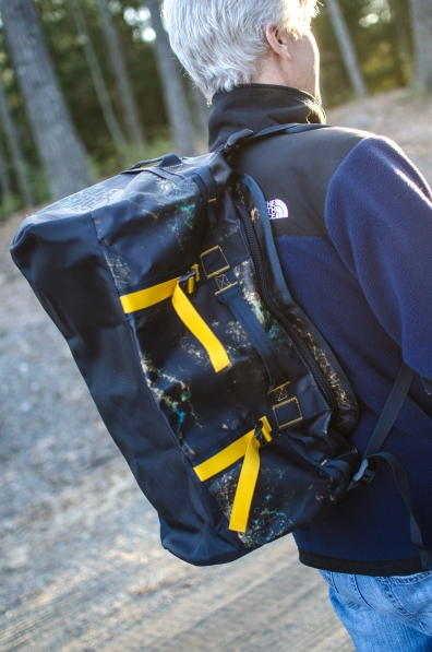 Side straps allows you to adjust the height of the bag.