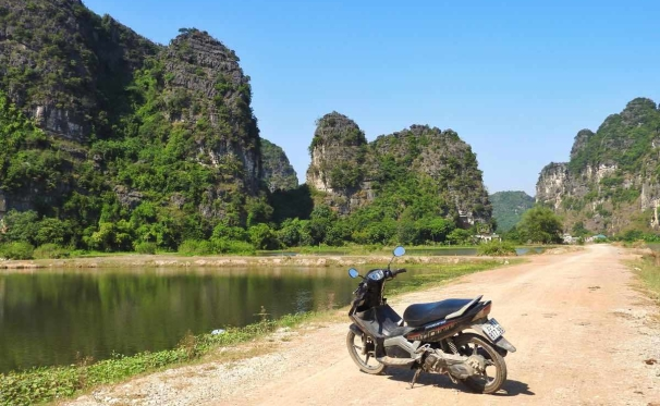 what-to-do-in-ninh-binh-itinerary-driving-bike
