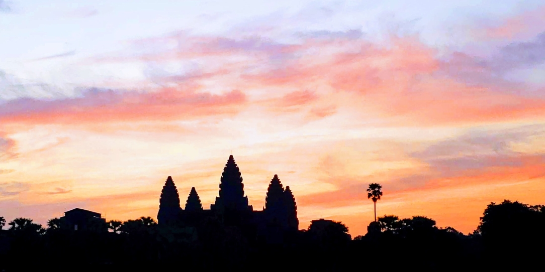Sunrise over Angkor Wat > Cambodia > TheRoamingNoodle