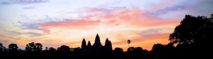 Sunrise over Angkor Wat > Cambodia > TheRoamingNoodle