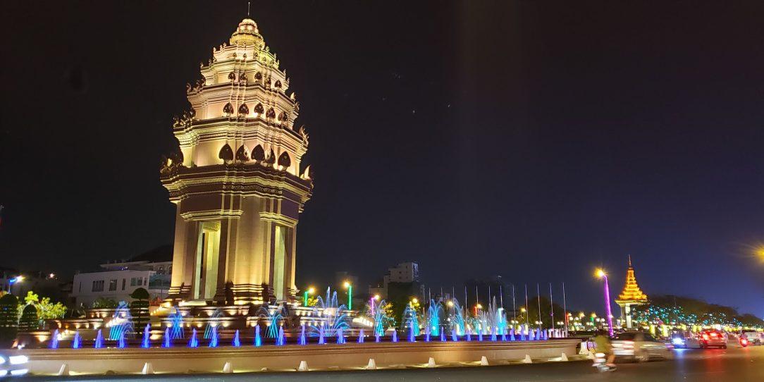 Independence Mounument, Phnom Penh > TheRoamingNoodle