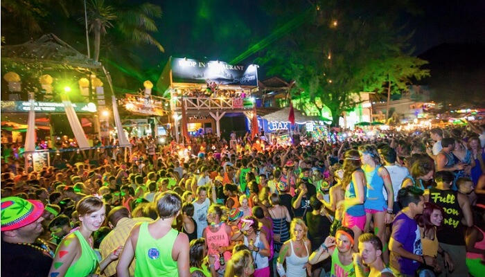 Full Moon Party > Koh Phangan > TheRoamingNoodle