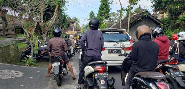 Bali Traffic > TheRoamingNoodle