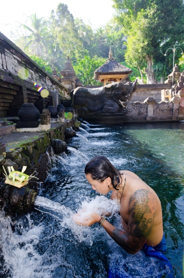 Tirta Empul Temple > Bali > TheRoamingNoodle